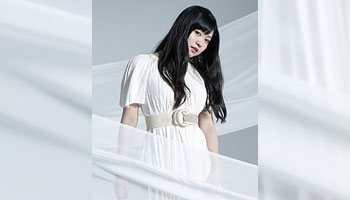 "Konomi Suzuki 1st greatest hits album ""LIFE OF DASH"" with exclusive picture!"